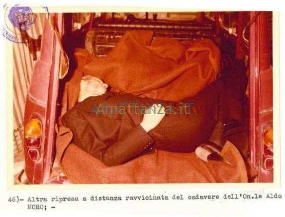 Moro-nella-Renault-4